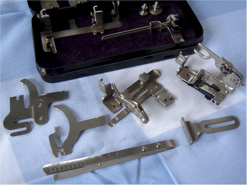 Boite d 39 accessoires de machine coudre singer for Boite machine a coudre
