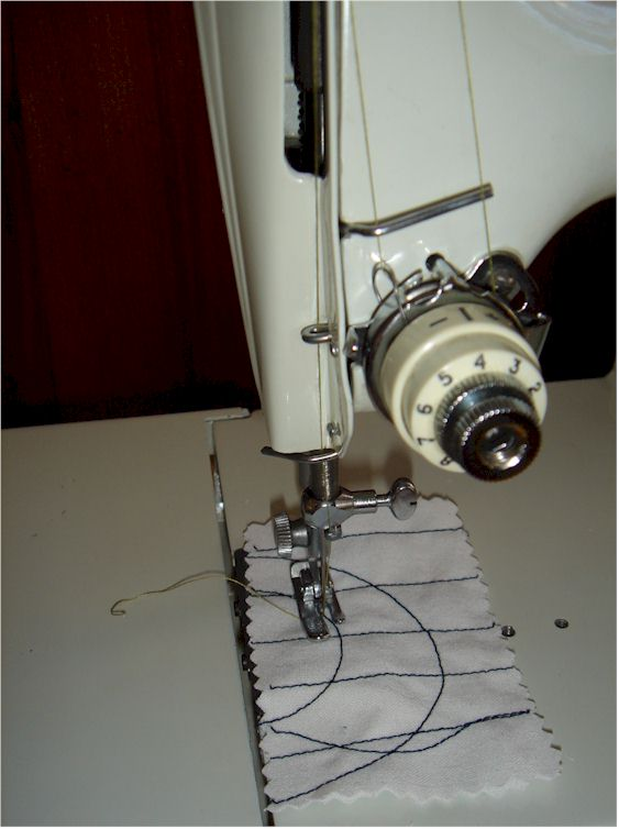 Machine coudre singer featherweight 221k version blanche - Enfilage machine a coudre singer ...